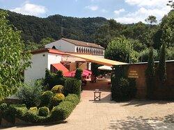 Entrada principal de nuestro Restaurante Masía en medio de la naturaleza de Collserola.