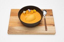 Salmorejo de mango, con su tartar & helado de fruta