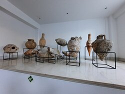 Nice decoration with amphoras in Mitsis Grand Hotel.