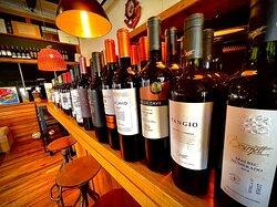Servicio de Sommelier y más 370 etiquetas de Vinos en la casa