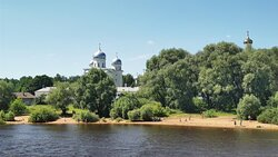вид с воды на Юрьев монастырь