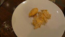 Crémeux de citron, tuile d'avoine, sorbet pêche.