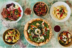 Plat pizza, pasta, entrée, salade