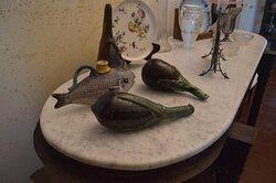 Oggetti in ceramica all'interno di Villa Piccolo