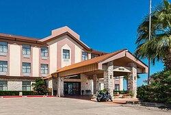 Hotel near area college
