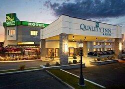 Quality Inn & Suites hotel in Brossard, Quebec
