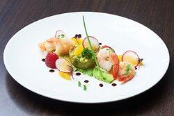 Mushaireb Restaurant - Avocado & Shrimp Salad