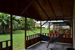 Excelente terraza para cada cabaña