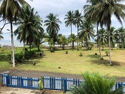 Vista a la playa desde la zona donde se sirven las comidas
