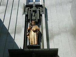 Skulptur av disippelen Peter