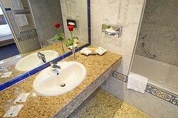 Suite bathroom TOP Kongresshotel Europe Stuttgart