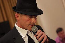 LIVE MUSIC has returned! We're delighted to welcome back the hugely talented Robin McKenzie, who will be performing his tribute to the Kings of Swing from 7.00pm on Friday 10th September 2021. An evening not to be missed! 🎹🎤🎼