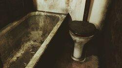Værelse 13 har sit eget Toilet og Bad.