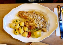 My wife ordered the zanderfillet (pike perch) with boiled potatoes and plenty of buttered almonds.