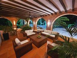 Hotel casa cielo cuenta con muchos ambientes donde poder disfrutar con tu pareja familia o amigos