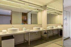 Ultra Savvy Suite - Bathroom