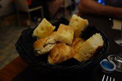 Pane e focaccia ottimi...