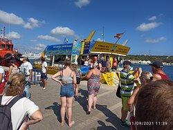 Il porto di Mahon sul catamarano giallo