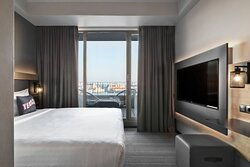 MOXY Superior, Guest Room Street View Balcony