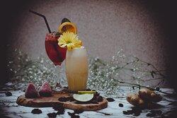 Refreshing mocktails & cocktails
