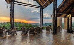 Take in the forever views from our outdoor entertainment area off the dining-room and witness true African sunsets.