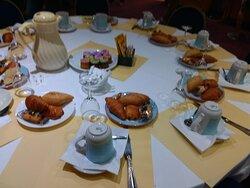 colazione con porzioni già definite al tavolo