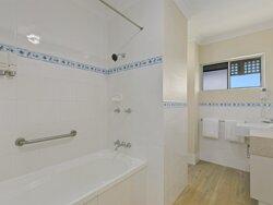 King Two Bedroom Apartment Bathroom