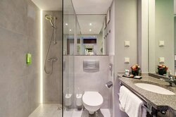 Superior & Comfort Room Bathroom