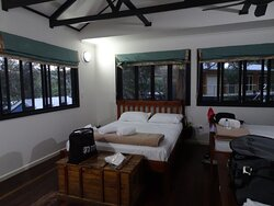 One bed cabin with a queen bed and two single beds