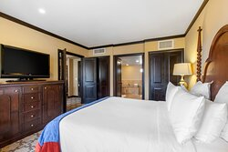 King Suite Grand Mountain View