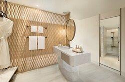 02 Deluxe Ocean Bathroom