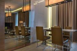 Premium One Bedroom Apartment Dining Area