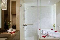 Premium Three Bedroom Apartment Bathroom