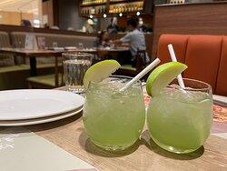 先嚟左杯青蘋果梳打清新下味蕾