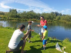 Great opportunity for family photographs and a family meal to share. 20 pegs around the lake offer you plenty of space and your own slice of fishing heaven.