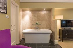 Suite: King Room with Tub