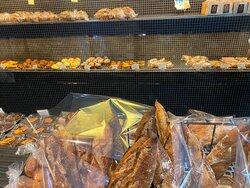 色々なパンが並んでますね~