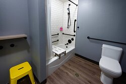 Accesible King Suite Bathroom