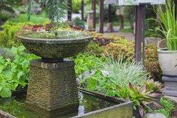 Taman dan air mancur di Rumah Makan Dewi Sri Mojokerto