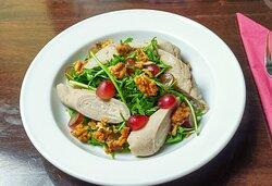 Galette-Frischkeese-Röllchen 8,50 Rucola-Kräuter-Salat mit Verjus-Dressing Wacholder-Walnüssen und Trauben