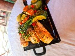 Lombo de pirarucu na chapa com legumes Parmegiana de camarão vg Picanha maturada na chapa Petisco maravilhoso costelinha de Tambaqui E aquele pôr do Sol espetacular,!!!