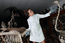 we create modern dresses for women scientists: ergonomic, reliable, practical and inspiring!