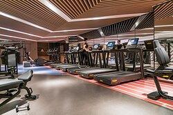 24小时开放的ENER-G康体中心配置多款先进的力量及有氧健身设备,宾客可随时在此焕发活力愉悦身心。