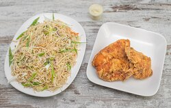 Broast chicken Combo With Vegetable Hakka Noodles & Garlic Paste