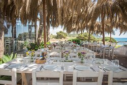 Ammothines - Four Seas is a multipurpose recreation area where you can enjoy tasteful plates and drinks and organize your event.