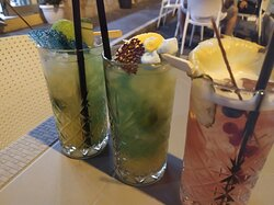 Ristorante specialità a base di pesce, gelateria, pasticceria, aperitivi, drink, cocktails.