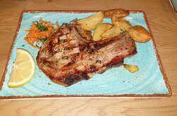 Very juicy beef steak and T-bone as well! Good prices including the sides!