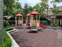 Lai Chi Kok Park - children's play area