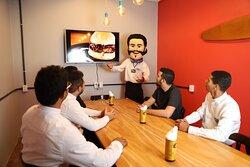Sala de reunião reversível: pode ser usado para algo corporativo ou comemoração fechada.