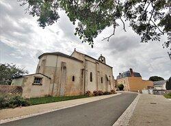 Une réjouissante découverte dans cette commune, 2 autres églises romanes et un pigeonnier sont à découvrir à proximité.